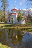 Chinese gazebo, zonnige dag Catherine Park, Tsarskoe Selo Royalty-vrije Stock Afbeeldingen