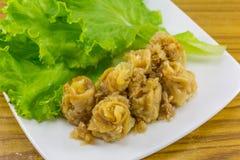 Chinese gedämpfter Mehlkloß (kanom jeeb, thailändisches Lebensmittel) Lizenzfreies Stockfoto