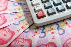 Chinese geld rmb bankbiljet en calculator Royalty-vrije Stock Foto