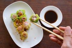 Chinese gestoomde bol op witte schotel klaar te eten Royalty-vrije Stock Foto's