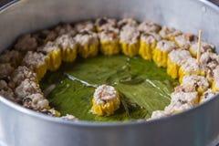 Chinese gestoomde bollen (Dim Sum) met saus Stock Foto's