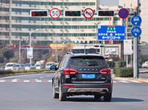 Chinese Haval H6 SUV in stadscentrum, Yiwu, China royalty-vrije stock afbeelding