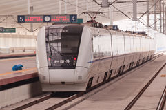 Chinese hoge snelheidstrein bij post Stock Foto's