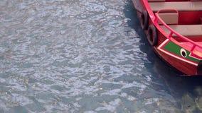 Chinese houten boot in Marina Bay Sands SINGAPORE stock videobeelden
