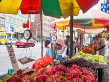 Chinese immigrants selling fruit at Chinatown in New York City Stock Photography