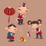 Chinese jonge geitjes die met hun lantaarns spelen Royalty-vrije Stock Afbeelding