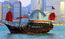 Chinese junk boat at victoria harbor, hong kong Stock Photography
