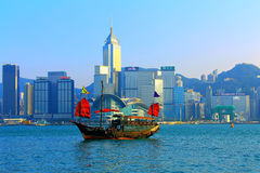 Chinese junk vessel at victoria harbor, hong kong Royalty Free Stock Photos