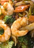 Chinese keuken jumbogarnalen gemengde groenten Stock Afbeelding