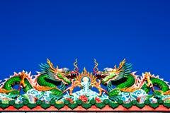 Chinese kunst met dak van een draak. Stock Afbeeldingen