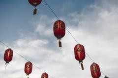 Chinese lantaarns in de hemel royalty-vrije stock foto's