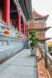 Chinese lantaarns tijdens nieuw jaarfestival met Bonsaiboom, Dwar Royalty-vrije Stock Foto's