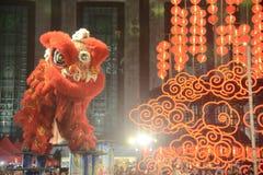 Chinese leeuw die in Chinese Nieuwe jaarviering dansen in Thailand royalty-vrije stock foto's