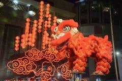 Chinese leeuw die in Chinese Nieuwe jaarviering dansen in Thailand stock foto's