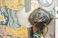 Chinese lion knocker Royalty Free Stock Photography
