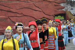 Chinese minority actors in the outdoor theater per Royalty Free Stock Image
