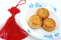 Chinese moon cake and Chinese knot Stock Images
