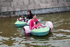 Chinese mother and daughter go boating Royalty Free Stock Photos