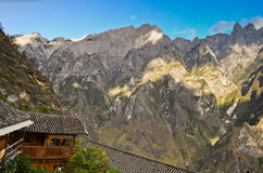 Chinese mountains and houses Royalty Free Stock Photography