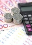 Chinese munt, rekenschap gevende rekeningen en calculator Stock Fotografie
