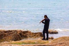 Chinese musicus met zonnebril stock foto's