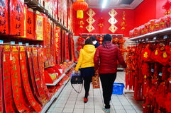 Chinese New Year is approaching, people are buying festive decorations Royalty Free Stock Photos