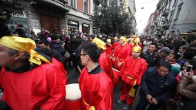 Chinese Nieuwjaarparade in Milaan 2014 stock video