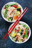 Chinese noodles with vegetables and shrimps Royalty Free Stock Photos