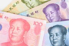 Chinese- oder Yuan-Banknotengeld und -münzen von Chinas Währung, Stockbild