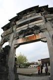 Chinese oude overwelfde galerij stock foto