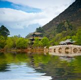 Chinese pagoda reflecting in the lake Royalty Free Stock Photos