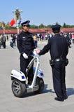 Chinese Politie bij het patrouilleren Tiananmen met segway Stock Foto's
