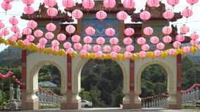 Chinese Poort in Tempel stock footage