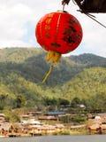 Chinese rode document lantaarn op de hoge berg royalty-vrije stock afbeelding