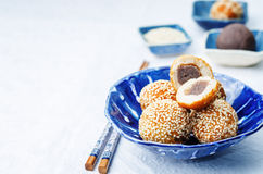 Chinese sesame balls with sweet red bean paste Royalty Free Stock Photos