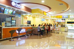 Chinese snack shop, people in the enjoyment of Food. In Shenzhen Baoan, Xixiang, China Stock Photo