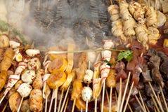 Chinese snacks die in Shanghai China koken stock fotografie