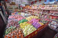 Chinese snoepwinkel in Peking Stock Foto's