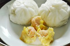 Chinese steamed bun stuffed minced pork and Dim sum on pot Royalty Free Stock Photos