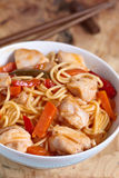 Chinese stir fried noodles with chicken Royalty Free Stock Images