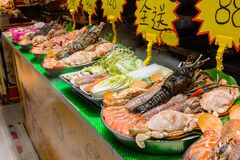 Free Chinese Street Food. Street Trading. Chinese Kinds Of Fresh Seafood At An Asian Seafood Market In Sanya, Hainan Province, China. Royalty Free Stock Photos - 174461048