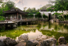 Chinese style house near the pond Royalty Free Stock Photography