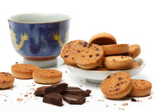 Chinese tea cup, tasty biscuit cookies and dark chocolate pieces Royalty Free Stock Images