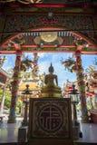 Chinese tempel met Boedha bij zonnige dag stock afbeelding
