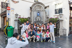 Chinese tourists at the Manneken Pis statue in Brussels Stock Photography