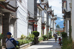 Chinese traditional architecture and people in Lijiang, Yunnan Stock Photos