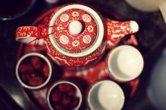 De Chinese Maker van de Thee van het Huwelijk Stock Afbeeldingen