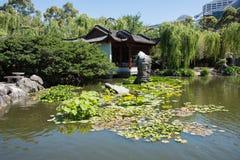 Chinese Tuin Lotus Pond en Architectuur Stock Foto