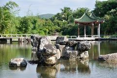Chinese tuin in Sanya Stock Foto's