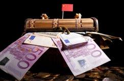 Chinese vlag bovenop krat royalty-vrije stock afbeelding